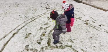 Montag- Spuren im Schnee