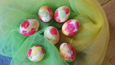Montag- Eier bunt betupft